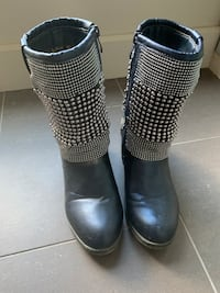 Like new Italina short black boots size 7