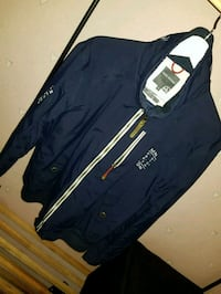 svart och vit zip-up jacka Angered, 424 66
