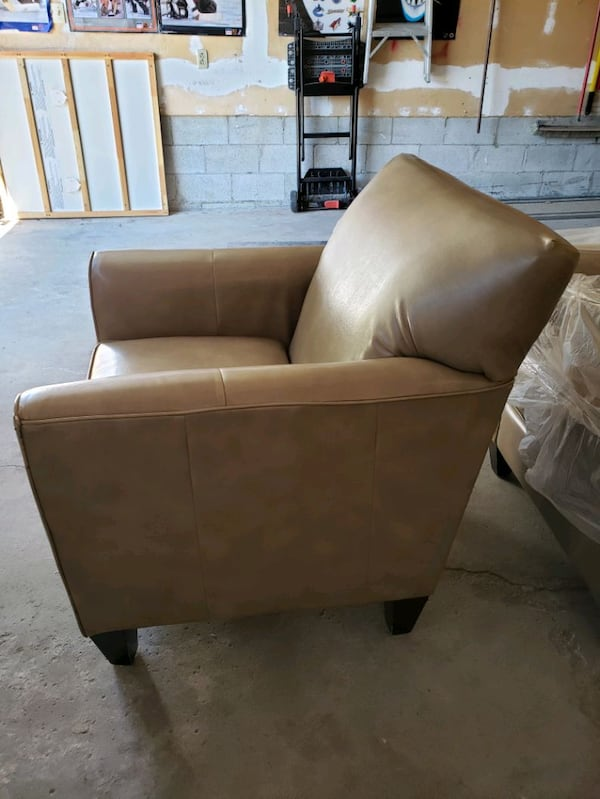 chairs 7a3b5ab3-04a2-4ab1-be2a-5597d5fe317f