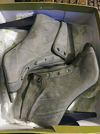 pair of gray leather boots Columbus, 31903