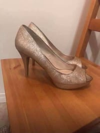 Champagne gold heels. size 8 Calgary, T2R 0H9