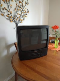 17 inch TV- with a built in - VCR Montréal, H2Y
