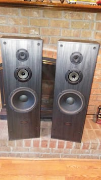 Sony speakers 2 big speakers200 watts  small one is 50 watts Mount Airy, 21771