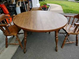 Round wood table, good condition