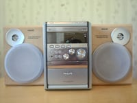 Philips MCM5 with 2 way bass reflex speaker system -- reason for selling: relocate in another country - for pickup STOCKHOLM
