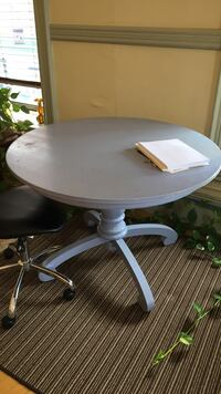 Maine Cottage Furniture Shabby Chic Table. Solid! Great color. Portsmouth, 03801
