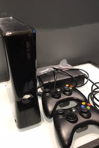 XBOX 360 Gaming System (TWO wireless controllers included) Philadelphia, 19103