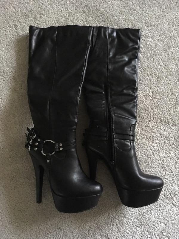 Woman's high heel boot size 8