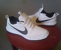 pair of white-and-black Nike sneakers Winnipeg, R3E 1A8