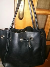 borsa con coulisse in pelle nera