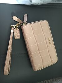 Coach double pocket Wristlet crocodile holds cell phone 6, 6s, 7, 7s. Mississauga