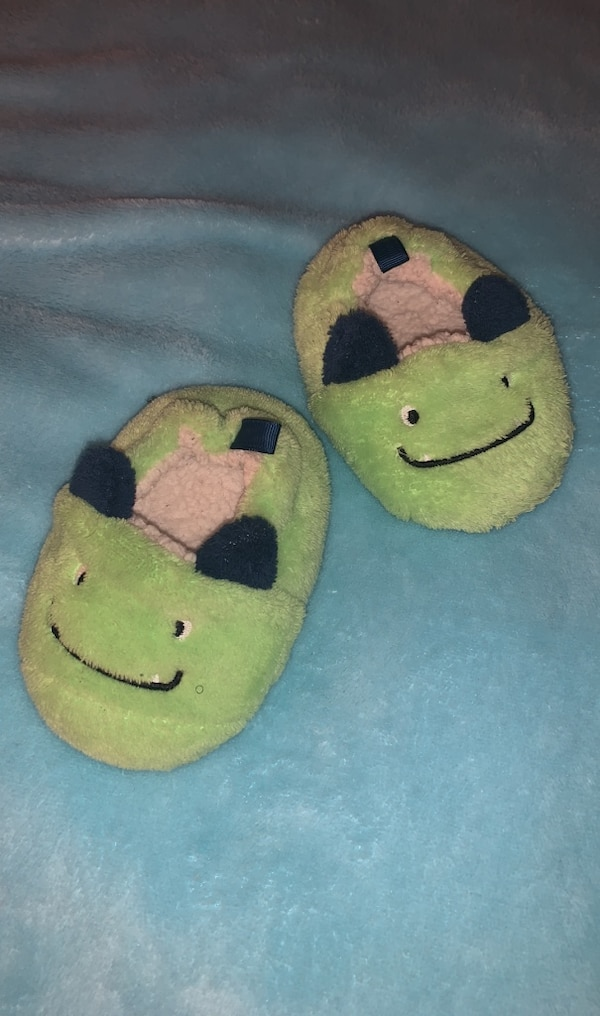 Plush Monster Slippers , Size 3 3c93ed6e-8727-40f3-b238-3996414e04b8