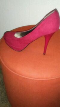 Red sued ladies shoes 8 and a half  2059 mi
