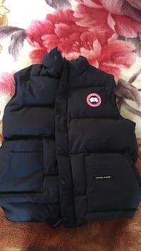 Canada goose black vest size medium Richmond, V6X 1A7