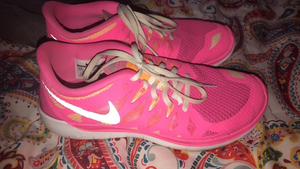 85abb1b93e18 Used Bright pink Nike Free Runs. Size 6.5Y. fits womens 7.5-8. for ...