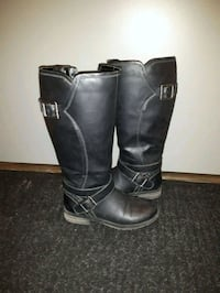 Leather boots  Mississauga, L5M 6W9