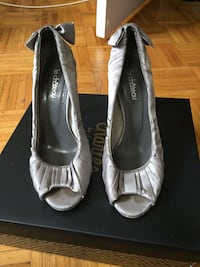 High heels from le château, gray colour. Size 8.5 Toronto, M1L 3G1