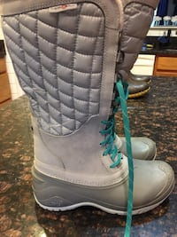 Pair of gray-and-blue north face winter boots Mount Airy, 21771