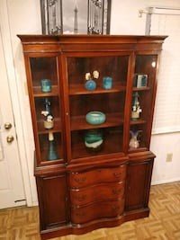 Nice solid wood buffet/ cabinet with big drawers i Annandale, 22003