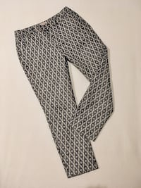 *Like NEW* Women's Capri Pants Issaquah, 98029