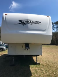 2004 Sportsmen 5th wheel Toy Hauler