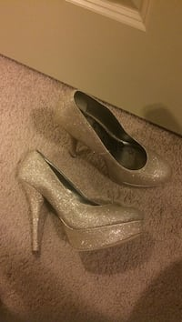 Gold heels size 8.5 College Station, 77840