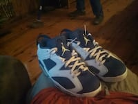 pair of blue-and-white Nike basketball shoes 783 mi