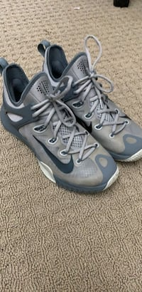 Nike hiperrev basketball shoes size 9 Port Coquitlam, V3C 5Y6