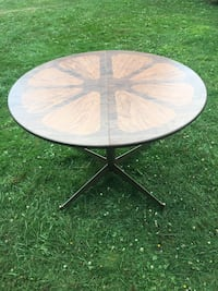 Dining Table Pittsburgh, 15232