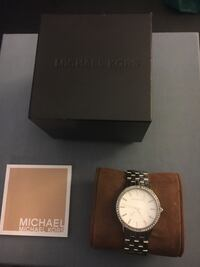 Michael Kors Ritz silver round analog watch with link bracelet Mill Creek, 98012