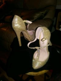 pair of white leather open-toe heeled sandals Windsor, N9B 1R6
