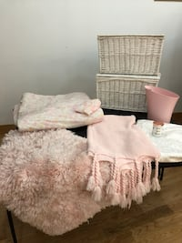 Pink & White Bedroom Set Vaughan, L4L 4Z1