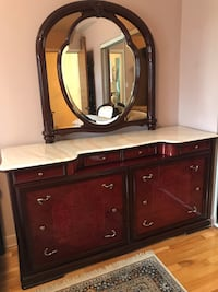 Cherry & mahogany wooden dresser with mirror Mont-Royal, H3R 1C3