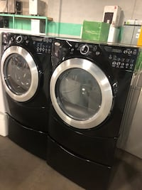Whirlpool front load washer and dryer set with pedestal