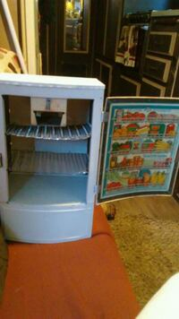 Vintage 1950s  Wolverine Metal toy fridge  Puyallup, 98372