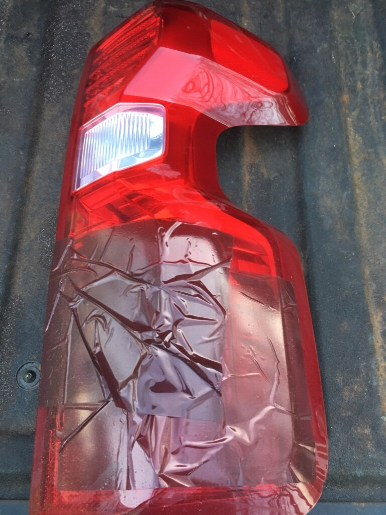 Photo USED 2019/20 right rear tail light Chevy truck