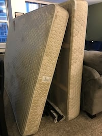 Queen size mattress and box spring  Chicago, 60611