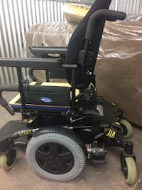 Invacare powered tdx sp wheel chair.   Great condition    Chair can be tested,  missing battery charger but willing to negotiate Waterloo, N2J 3S3
