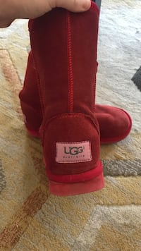 Red UGGS Winnipeg, R3J 0N7