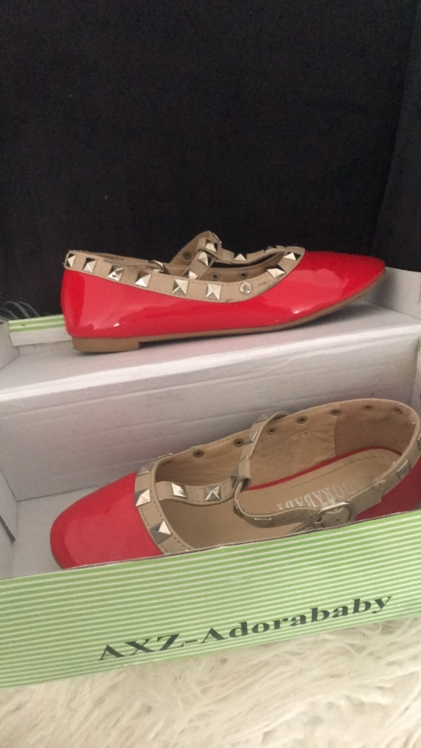 Red shoes. Little girl size 12