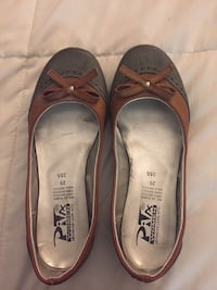 pair of brown leather flats Bloomington, 92316