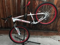 2018 Maui white and red medium frame 26 inches wheels and tires front and rear disc brakes brand new bikes excellent condition San Jose, 95132