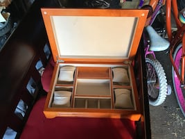 JEWELRY BOX, BEAUTIFUL CONDITION, NEVER USED,