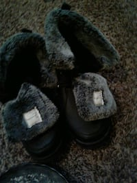 pair of black-and-white fur boots 470 mi