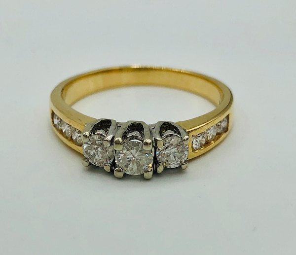 14k yellow gold and diamond ring  0