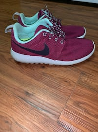 Nike roshe shoes Silver Spring, 20904