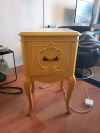 Vintage side table Toronto, M5A 2C4