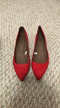 Red pointed-toe flats Manassas, 20110