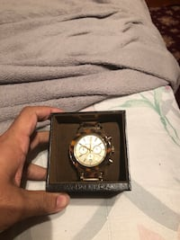 round gold-colored chronograph watch with link bracelet Toronto, M6P 4G6