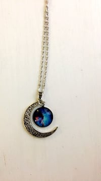 Never worn - necklace